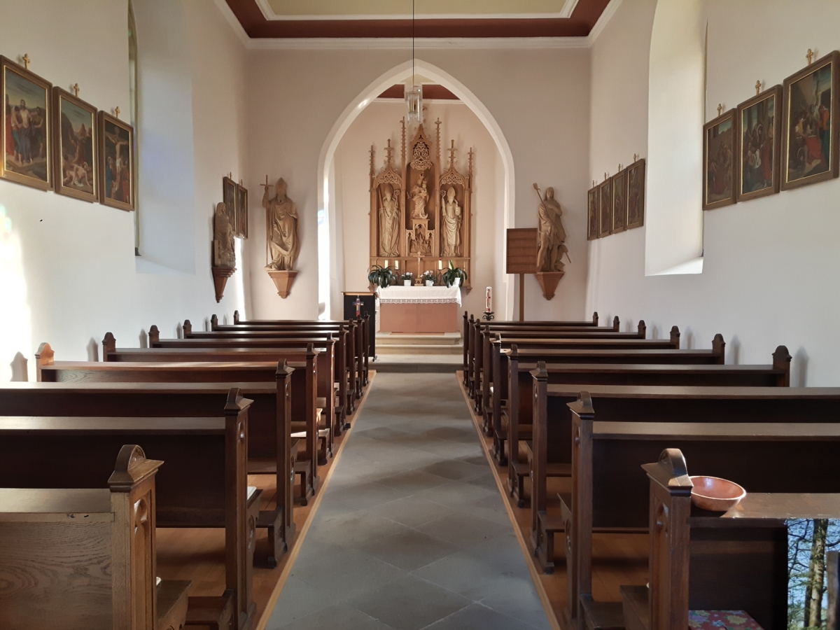 https://www.badkissingen-evangelisch.de/sites/www.badkissingen-evangelisch.de/files/bilder/Orte/Euerdorf%20Friedhofskapelle%20innen%2001%2010%20mb.jpg